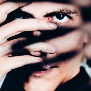 "AXEL THESLEFF lanseaza ""TWO WORLDS"" audiovisual EP"