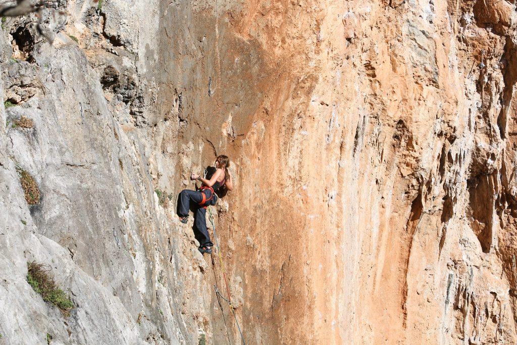 Erica Pintea climbing